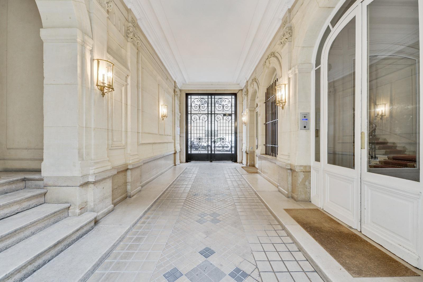 Vente appartement superbe ensemble d 39 appartements meubl s for Biens atypiques paris